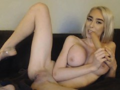 this-well-stacked-camgirl-loves-masturbating-and-showing-off