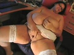 bbw-mature-sandra-rubbing-one-out-lakesha