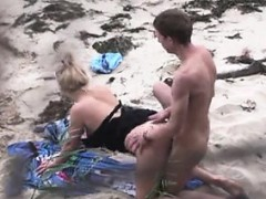 couple-fucking-on-the-beach-wendolyn