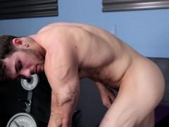 ripped-amateur-tugging-his-cock-in-lockerroom