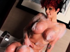 joslyn-james-bubbles-up-in-the-tub