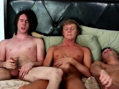 boy-barefoot-gay-porn-dirk-doesn-t-hesitate-to-glide-his-thr