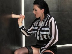 glamour-whore-gets-cummed