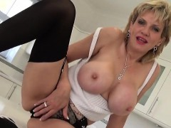 cheating-uk-mature-lady-sonia-exposes-her-big-boobs