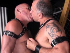 leather-fetish-bear-barebacks-chubby-mature