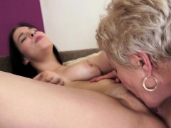 mature-eating-babes-pussy-and-makes-her-cum