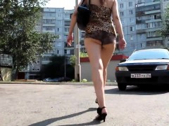 sexy-butt-walk-on-the-road
