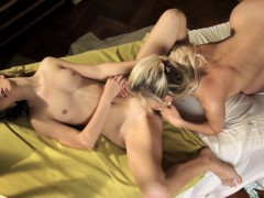 lovemaking-the-lesbian-way-with-crystal-and-emily-on
