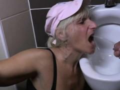 mature-slut-mumsy-gets-banged-on-a-deena
