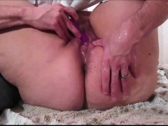 making-a-fat-amateur-squirt-with-a-sextoy