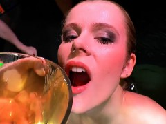 claudia-the-young-extreme-piss-lover-666bukkake