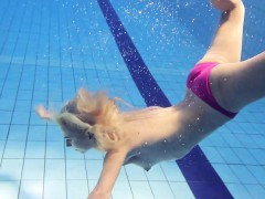 hot-elena-shows-what-she-can-do-under-water