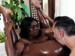 massage-therapist-ana-foxxx-pleases-hung-client