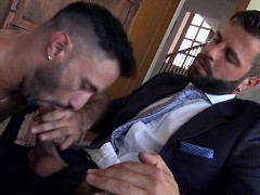 muscle-gays-threesome-with-cumshot