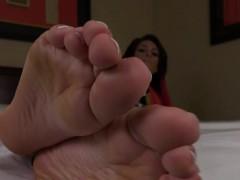 pedicured-toes-teasing-tgirl-showing-barefeet