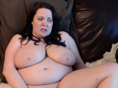 perfect-curvy-brunette-shows-it-all-and-masturbates-on-cam