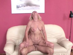he-seduce-best-friends-mom-to-fuck-and-lost-virgin