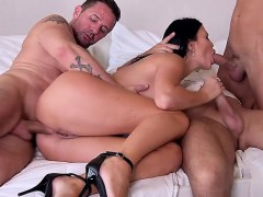 hot-milf-foursome-with-cum-in-mouth