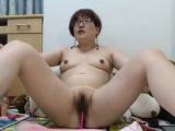 Amateur asian milf camgirl masturbates on webcam