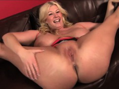 blonde-bbw-pornstar-zoey-andrews-wraps-her-huge-tits-around
