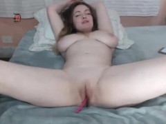 huge-titted-milf-fingering-and-playing-naughty-on-camlivehub