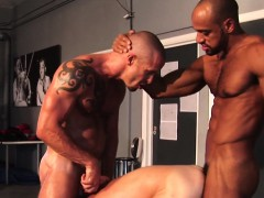 sub-muscle-hunk-joins-interracial-duo-in-trio