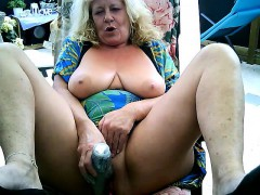 mature-woman-masturbates-on-webcam