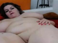 webcam-curvy-brunette-masturbating