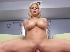 curvy-cougar-alyssa-lynn-gets-impaled-by-mailman