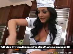 amateur-brunette-slut-in-the-kitchen-shows-how-to-cook