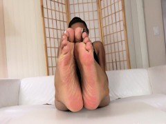 Ebony Shemale Shows Pedicure Feet