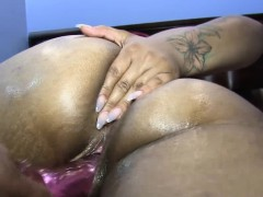 masterbating-with-big-toys-laylared-takes-it-all-in