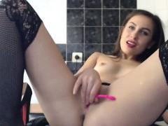 tasty-chaved-chick-shows-off-her-awesome-body-on-cam