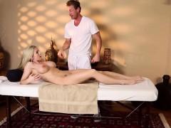 busty-massage-amateur-sixtynining-masseur