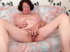 redhead-granny-enjoying-herself-on-webcam