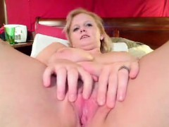 Watch This Chubby Girl Finger Her Meaty Pussy