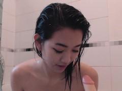 幼齿美女洗澡自拍