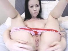 hot-chick-in-anal-solo-masturbation