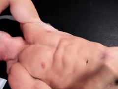 amateur-muscle-jock-tugs-cock-on-weight-bench