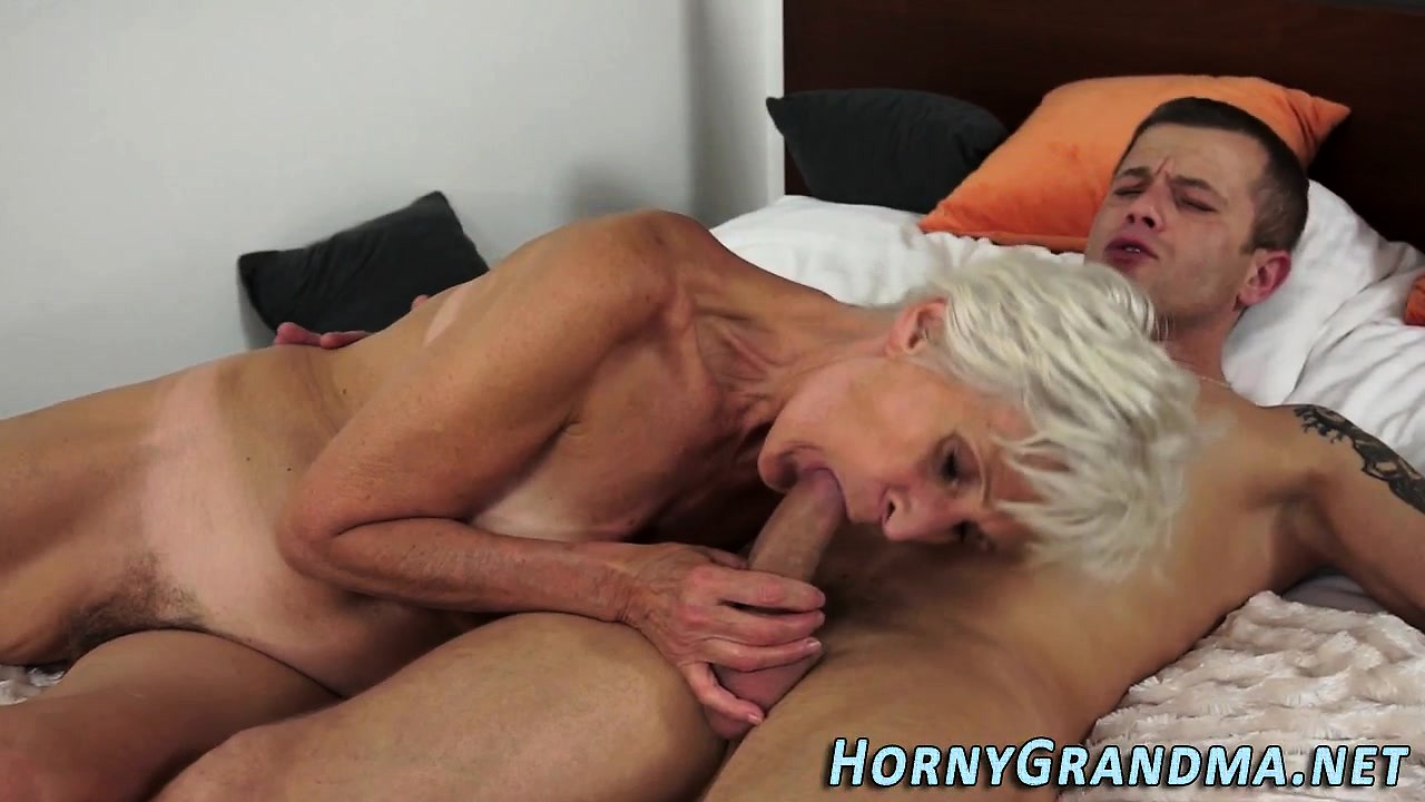 Hot girl sucking dick and mouth