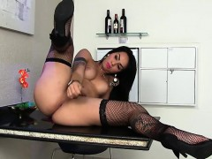 sexy-shemale-nicolly-pantoja-plays-with-herself