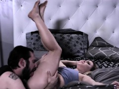 aubrey-sinclair-blows-tommy-pistols-cock-off