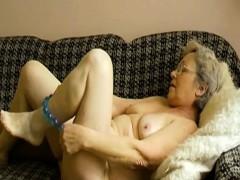 omahotel-horny-grandma-toying-her-hairy-pussy