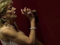 unfaithful-uk-mature-lady-sonia-reveals-her-gigantic-natural