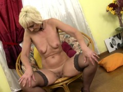 horny-housewife-fingering-herself