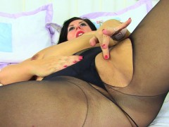 english-milf-katie-coquard-gets-turned-on-in-black-tights