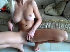 babe-hellokitty25-flashing-boobs-on-live-webcam