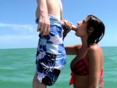 amateur-sucking-dick-on-a-paddle-board-during-cash-stunt