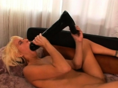 blonde amateur feeds her pink cunt a humongous dildo