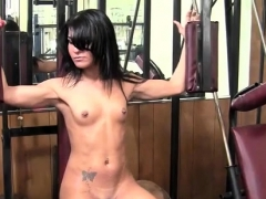 Teen Vita's posing nude in the gym, try to bulk up